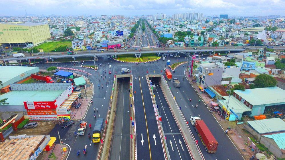 Quốc lộ 22 đi qua Khu đô thị Tây Bắc và Mộc Bài - Tây Ninh, nối liền Campuchia