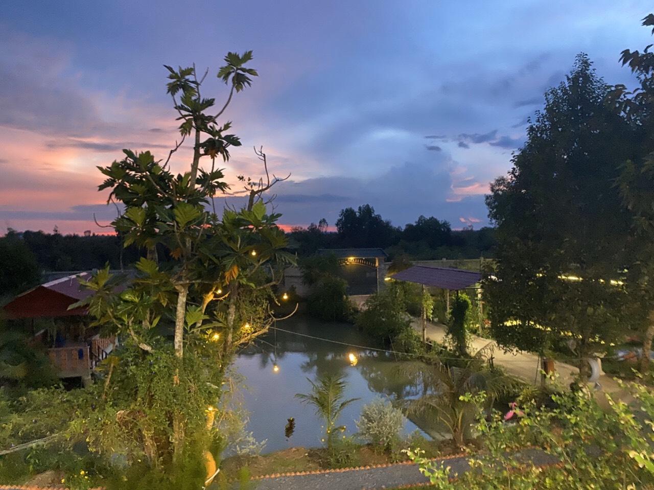 Sân vườn nhà mặt tiền kênh Đông